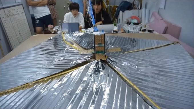 충남대 연구진의 큐브위성 'CNUSAIL-1'. 태양풍에서 추진력을 얻는 국내 최초 '우주 돛단배'다. - 한국항공우주연구원 제공